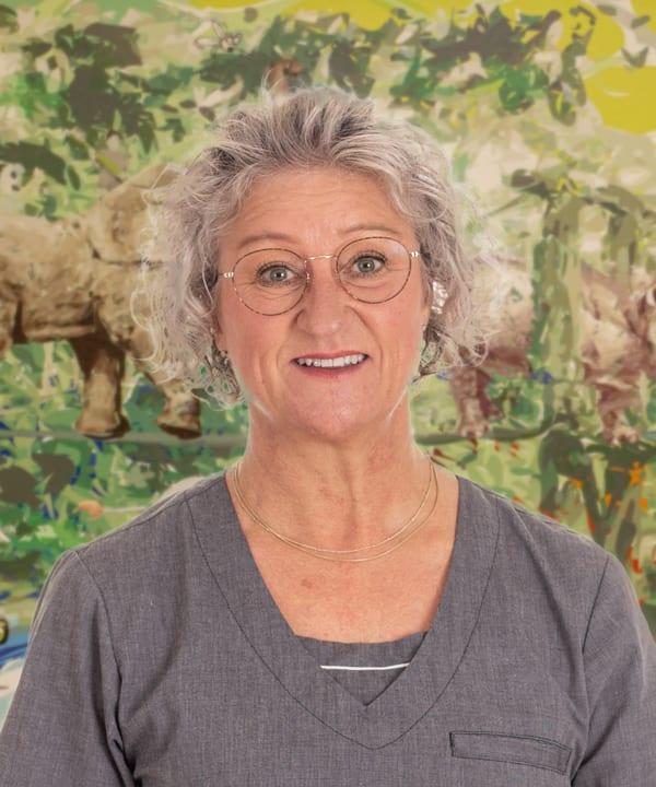 Tina R Schmidt